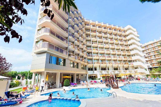 The beverly park & spa hotel is a family hotel located in blanes, a short distance from s'abanell beach, the longest on the costa brava.